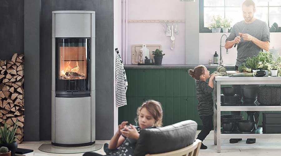 Brændeovn set i et dansk hjem på Lolland Falster